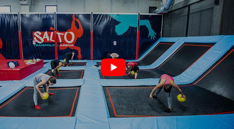 Cours de fitness sur trampoline