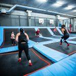 Cours collectifs de fitness sur trampoline